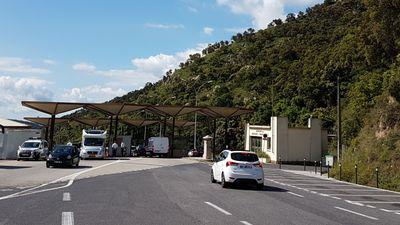 Pyrénées-Orientales : de grosses sommes d'argent saisies au Perthus