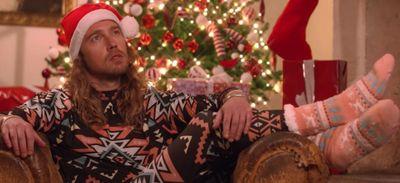 """Julien Doré dévoile sa parodie """"All I Want For Christmas Is Nous""""..."""