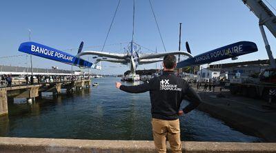 Le Maxi Banque Populaire mis à l'eau à Lorient