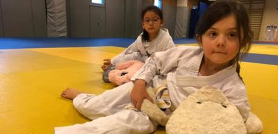 Les bambins de l'AAC Judo de Petit-Couronne pratiquent le judo avec...