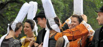""""""" Les brodeuses """" auront bien lieu cet été à Pont-l'Abbé."""