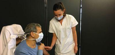 En Mayenne, les premiers soignants se faisaient vacciner hier