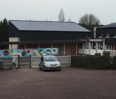 L'école Pierre Mendès France à Vire Normandie devrait finalement...