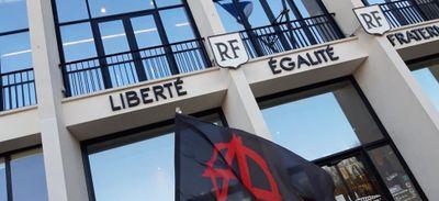 Saint-Nazaire : le collectif Geronimo se mobilise à l'hôtel de Ville