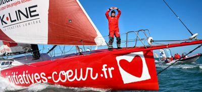 Vendée Globe : Sam Davies, hors course, franchit symboliquement la...