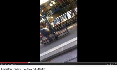 L'humour d'un conducteur de tram à Nantes !