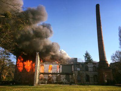 Cugand : les locaux du festival Hellfest ravagés par les flammes