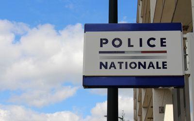 Nantes : le voleur reste le bras coincé dans la portière de la...