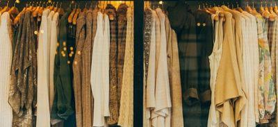 Environnement : les habitudes à prendre pour une garde-robe plus...