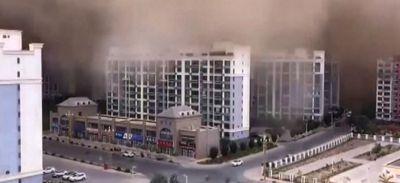 Quand une tempête de sable engloutit une ville chinoise (vidéo)