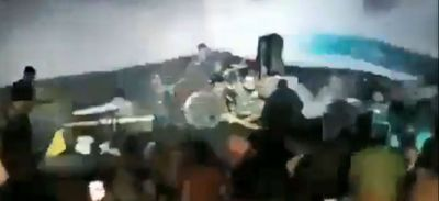 Un tsunami Indonésien filmé lors d'un concert fait des centaines de...