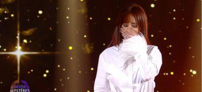 Amel Bent s'effondre en larmes face à sa soeur sur le plateau de...