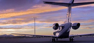 Des dîners en première classe dans des avions qui ne volent pas...