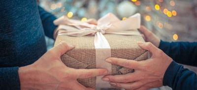 Il sortait avec 35 femmes pour recevoir plus de cadeaux d'anniversaire