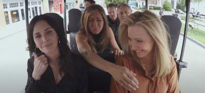 Friends : les acteurs chantent le générique dans le Carpool Karaoke...