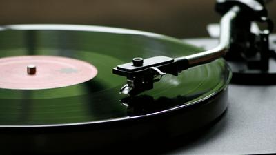 Le Duel - Gagnez une platine vinyle et son pack de trois albums !