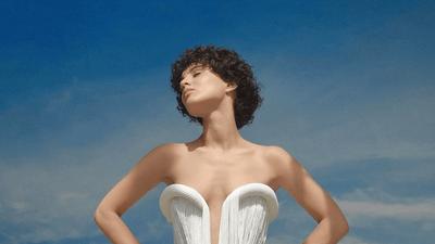 Barbara Pravi annonce la date de sortie de son premier album