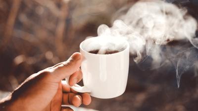 Faut-il vraiment boire chaud quand il fait chaud ?