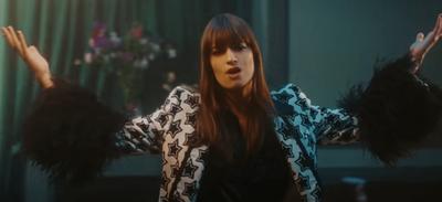 "Clara Luciani a dévoilé le clip de ""Respire encore"""