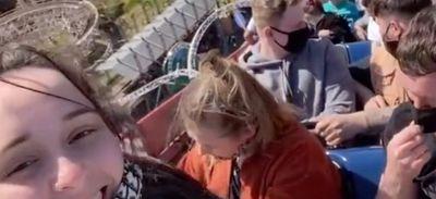 Bloqués au sommet des montagnes russes les plus hautes du...