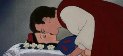 Blanche-Neige : jugé non consenti, le baiser du Prince fait...