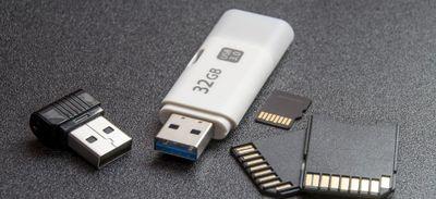 Disparition de Delphine Jubillar : une clé USB et des cartes...