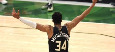 Milwaukee champion de NBA, Antetokounmpo XXL