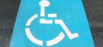 Les places handicapées bientôt accessibles aux femmes enceintes ?