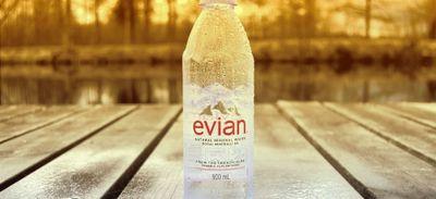 Quand Evian fait polémique avec un tweet jugé maladroit en plein...