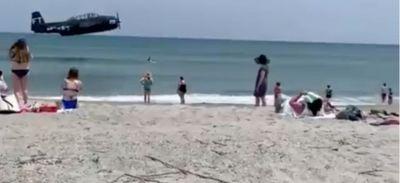 L'amerrissage d'urgence d'un avion près d'une plage de Floride...