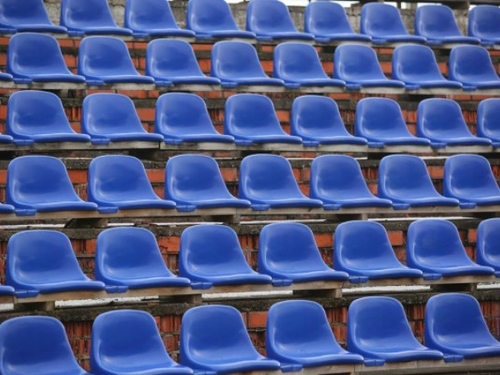 [ SPORT ]: Il n'y aura plus de matchs de foot professionnel le 5 mai