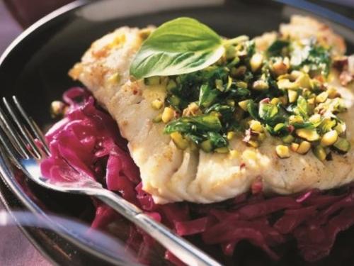 Pavé de saumon et compotée de chou rouge