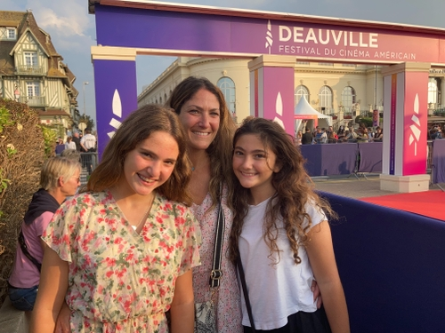 Deauville : chasse aux stars aux abords du tapis rouge du Festival...