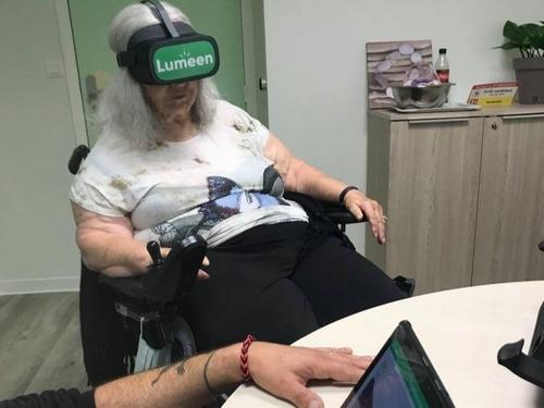 La réalité virtuelle transporte les résidents de l'Ehpad Boucicaut...
