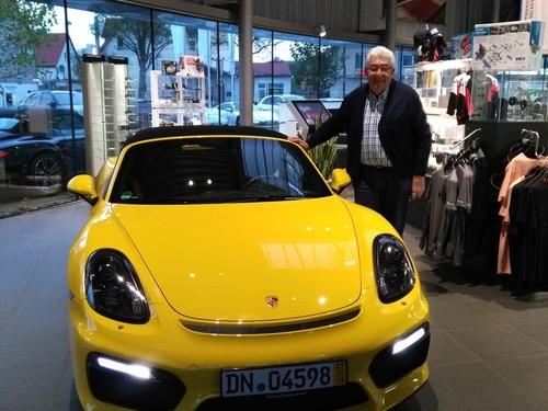 Robert, 71 ans, convoyeur de voiture de luxe
