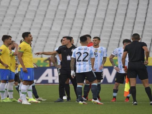 Football : le choc Brésil-Argentine stoppé net au bout de 5 minutes