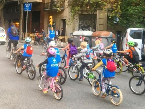Barcelone : quand les enfants sont contents d'aller à l'école