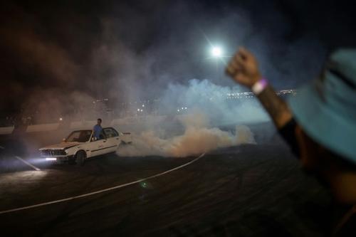 """En Afrique du Sud, l'adrénaline du """"spinning"""", rodéos automobiles"""