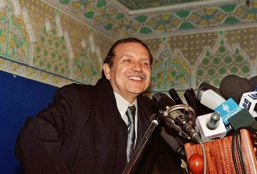 Bouteflika, un accro du pouvoir finalement chassé par la rue