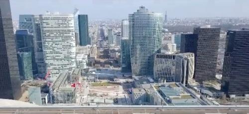 Kekra annonce un concert virtuel sur le toit de la Défense (vidéo)