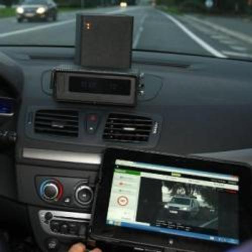 Voitures-radar recherchent conducteurs