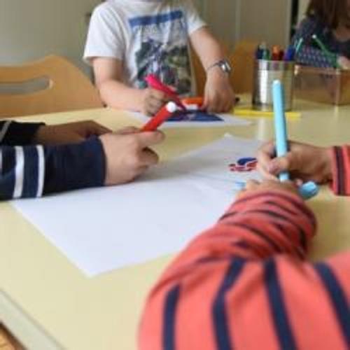 Des étudiants pour s'occuper d'enfants