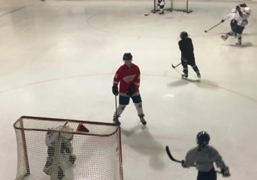 """Vivre le """"rêve canadien"""" grâce au hockey sur glace."""