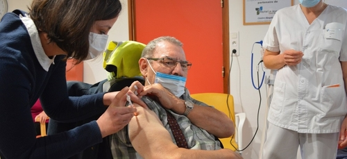 Premières vaccinations contre le Covid-19 dans l'Ouest
