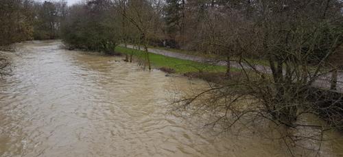10 Kms à l'est de Dijon, l'eau menace toujours