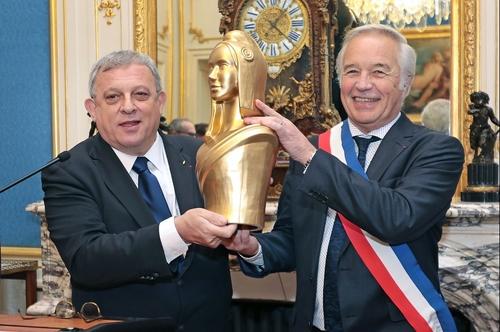 Le prix de la Marianne d'Or a été remis à la ville de Dijon