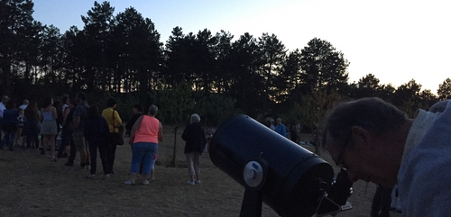 Environ 800 personnes ont observé le ciel a Corcelle-les-Monts