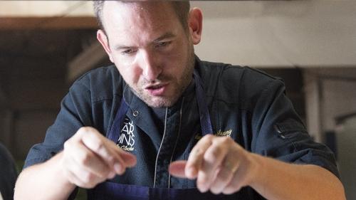 Le chef cuisinier de la Cloche sort un livre de recette