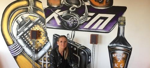 Cette artiste dijonnaise peint des halls d'immeuble a Talant