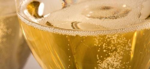 Le crémant de Bourgogne pousse le bouchon plus loin avec sa marque...